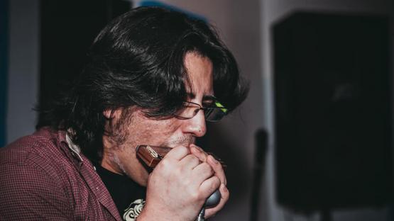La armónica es el eje de un festival de cuatro bandas tucumanas de blues y rock
