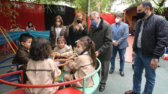 Jaldo inauguró el patio de juegos de un colegio en Alderetes