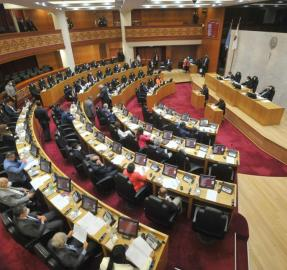 Tras el contagio de Bussi, en la Legislatura preparan hisopados masivos para el lunes